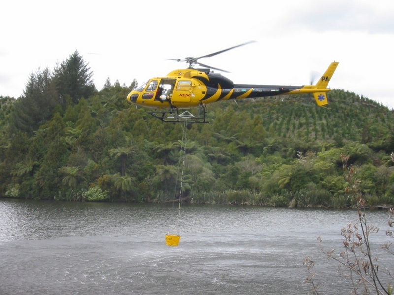 500 Litre HELiFIRE™ Monsoon Bucket – Eurocopter AS355 ZK-HPA Dip Filling_med