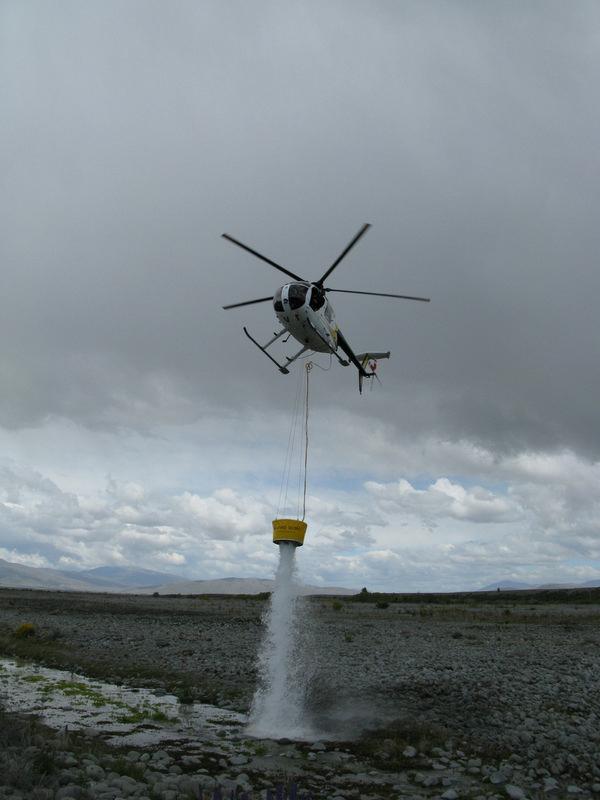 500 Litre HELiFIRE™ Monsoon Bucket – Spot Dumping H500 ZK-HVT_med