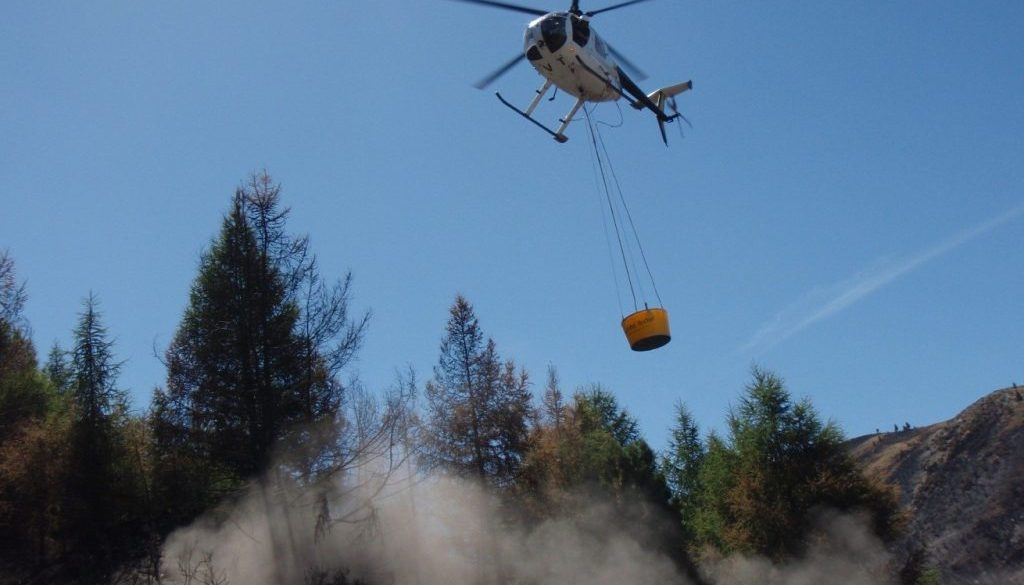500 Litre HELiFIRE™ Monsoon Bucket - Bombing Run H500 ZK-HVT