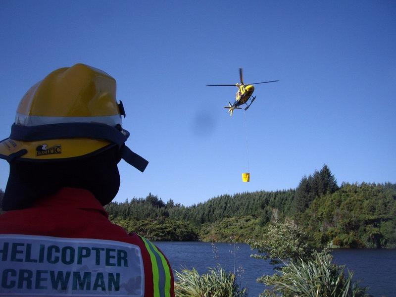900 Litre HELiFIRE™ Monsoon Bucket™ – Augusta Westland AW119 Koala Dip Filling_med